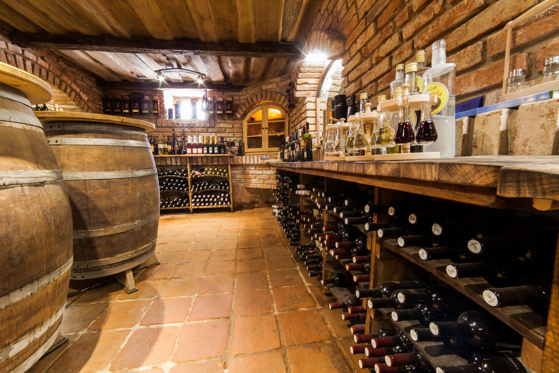 Zlatni Lug vinski podrum 11