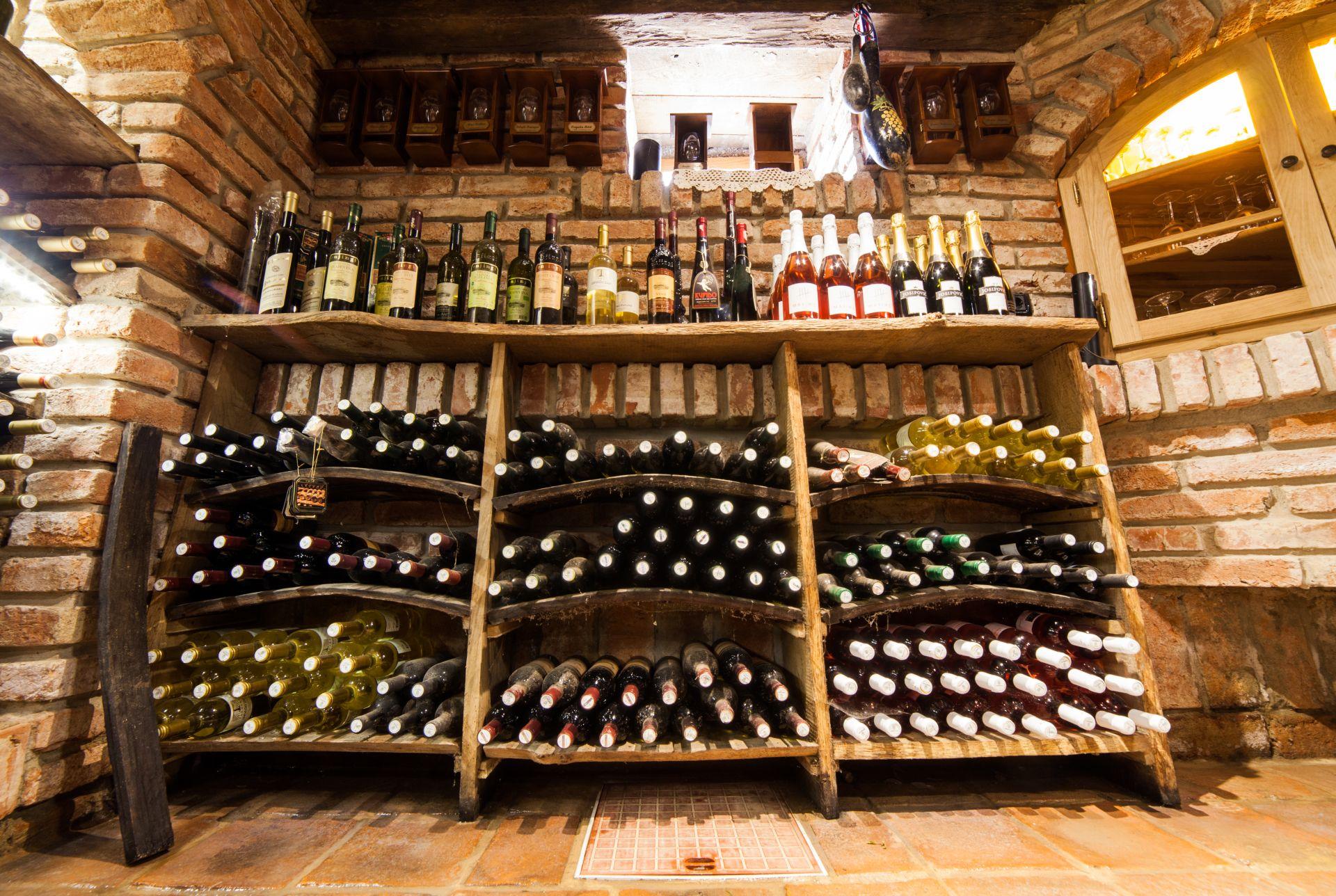 Zlatni Lug vinski podrum 12